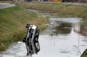 Бијељина -  ауто слкизнуло у канал
