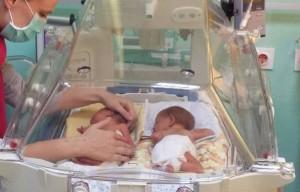 dojenje-blizanci-inkubator
