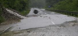 VOZAČI OPREZ Izlila se voda na putevima kod Čelinca