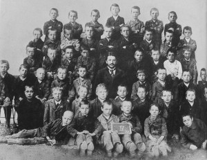 Hitler_at_school_1899