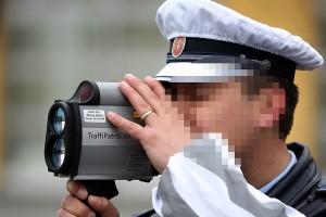 saobracajni-policajci-ilutracija-foto-S-PASALIC