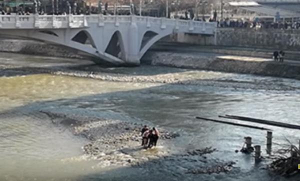Djevojka zbog ljubavi skočila u Vardar, nakon spasavanja pretukao je otac!