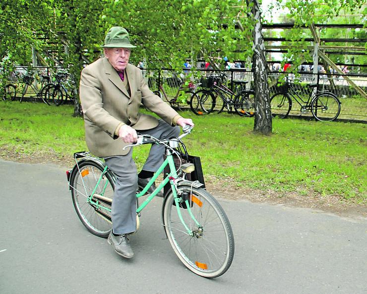 Učesnici u saobraćaju obratite pažnju na bicikliste i motocikliste na saobraćajnicama