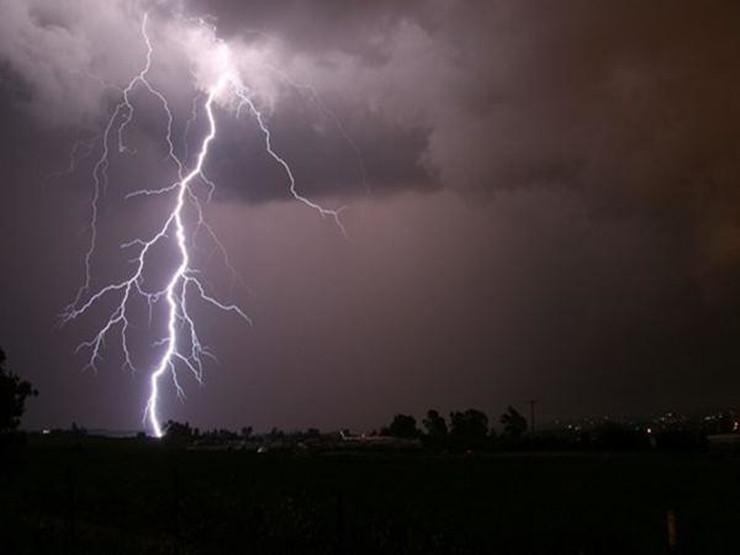 VRIJEME MOŽE BITI OPASNO Danas na snazi žuti meteoalarm, najavljeni kiša i grmljavina