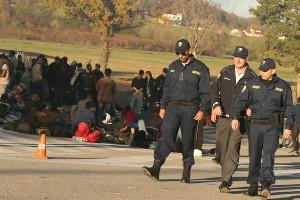 migranti-policija-Velika-Kladusa-foto-S-PASALIC
