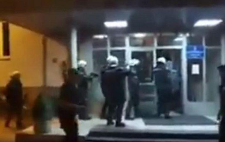 """""""DA BIJEM NAROD NE MOGU"""" Pozvali policiju da se povuče, a onda je uslijedio APLAUZ (VIDEO)"""