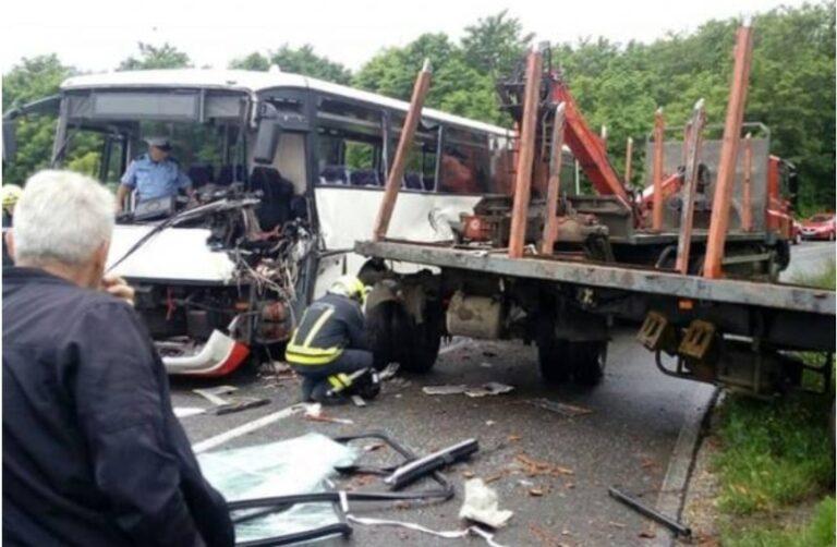 Sudar autobusa i kamiona kod Banjaluke, više povrijeđenih