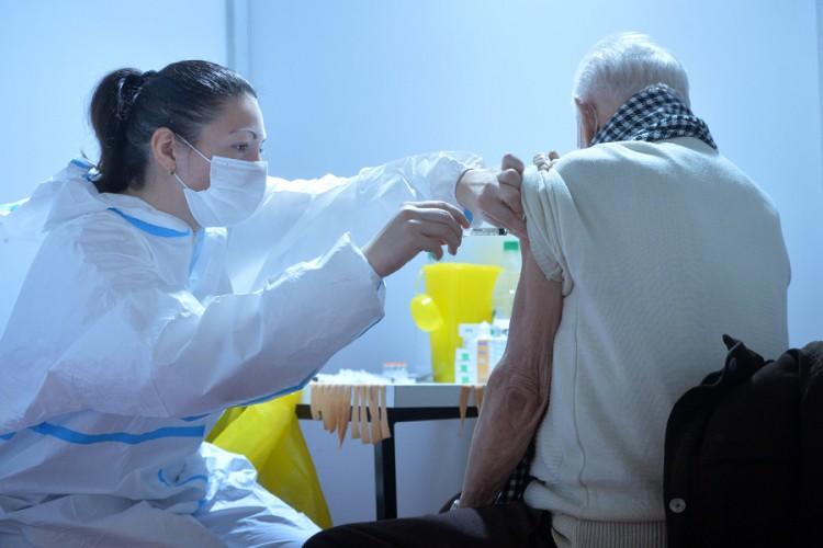Aćimović: Osobe s akutnim oboljenjima da sačekaju s vakcinacijom